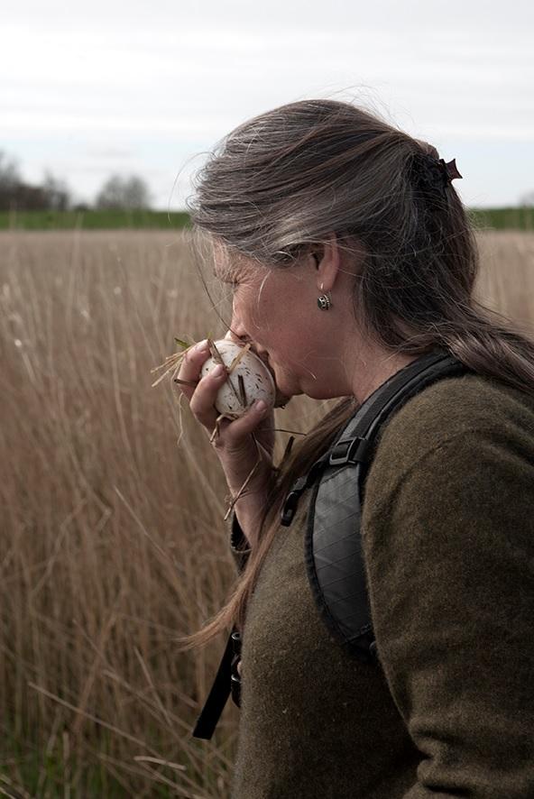 Ellen Mookhoek raapt ganzeneieren voor heerlijke gerechten