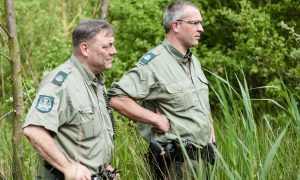 De boswachter voelt zich steeds meer een vuilnisman – EenVandaag
