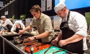 Junior Jagers en koks werken samen bij kookwedstrijd- Gastvrij Rotterdam 2016