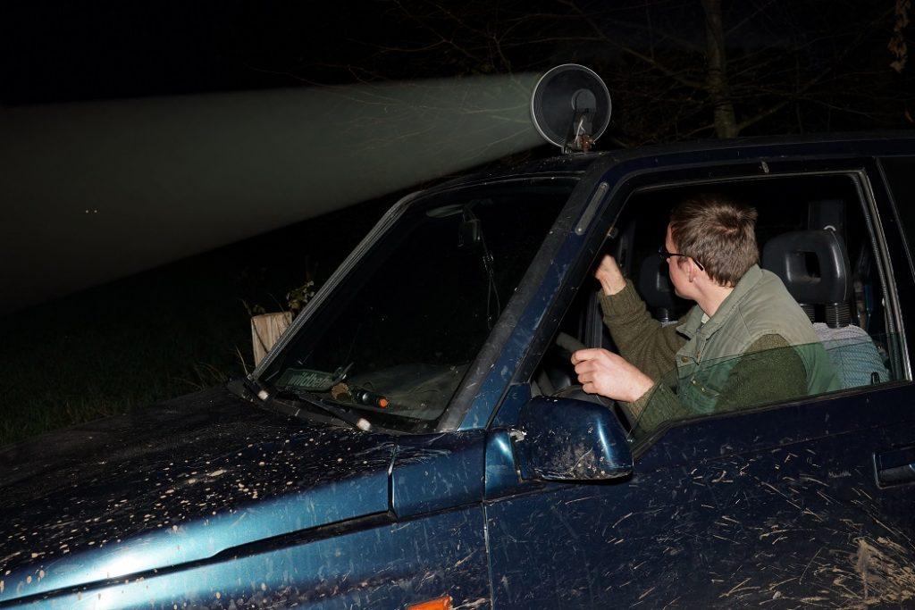 Jagers pleiten voor een meersporenbeleid: broedgebieden voor weidevogels inrichten én actief roofdieren bejagen.