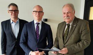 Jagersvereniging Limburg overhandigt aanbevelingen voor bejaging van wilde zwijnen aan de gedeputeerde